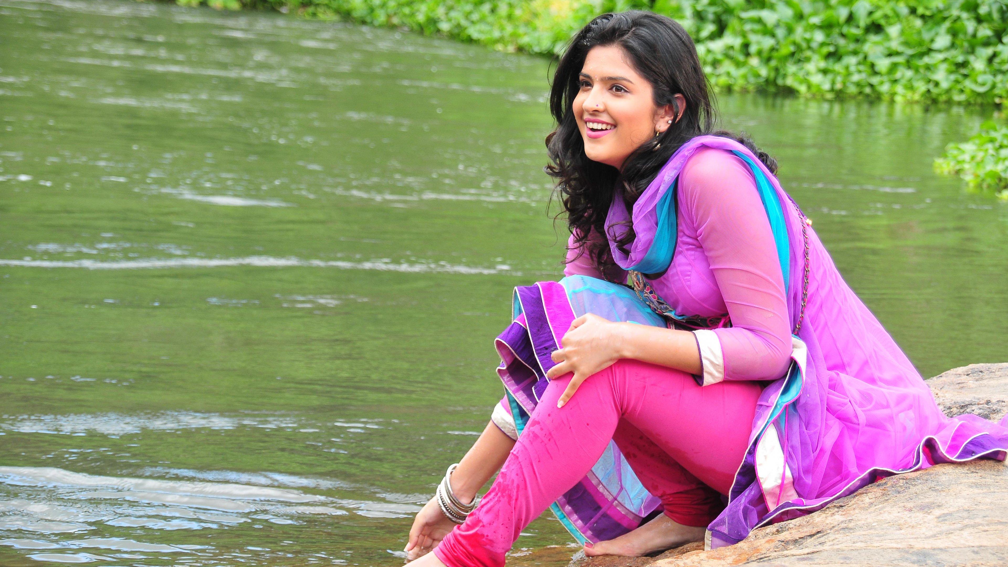 Deeksha Seth: Bollywood, Brunette, Celebrity, Deeksha Seth