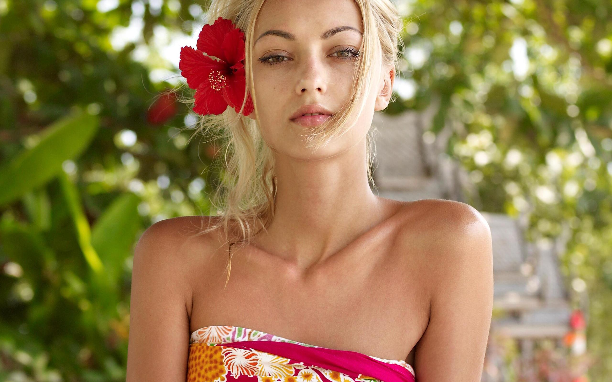 Anna Sbitnaya: Блондинки, Sensual