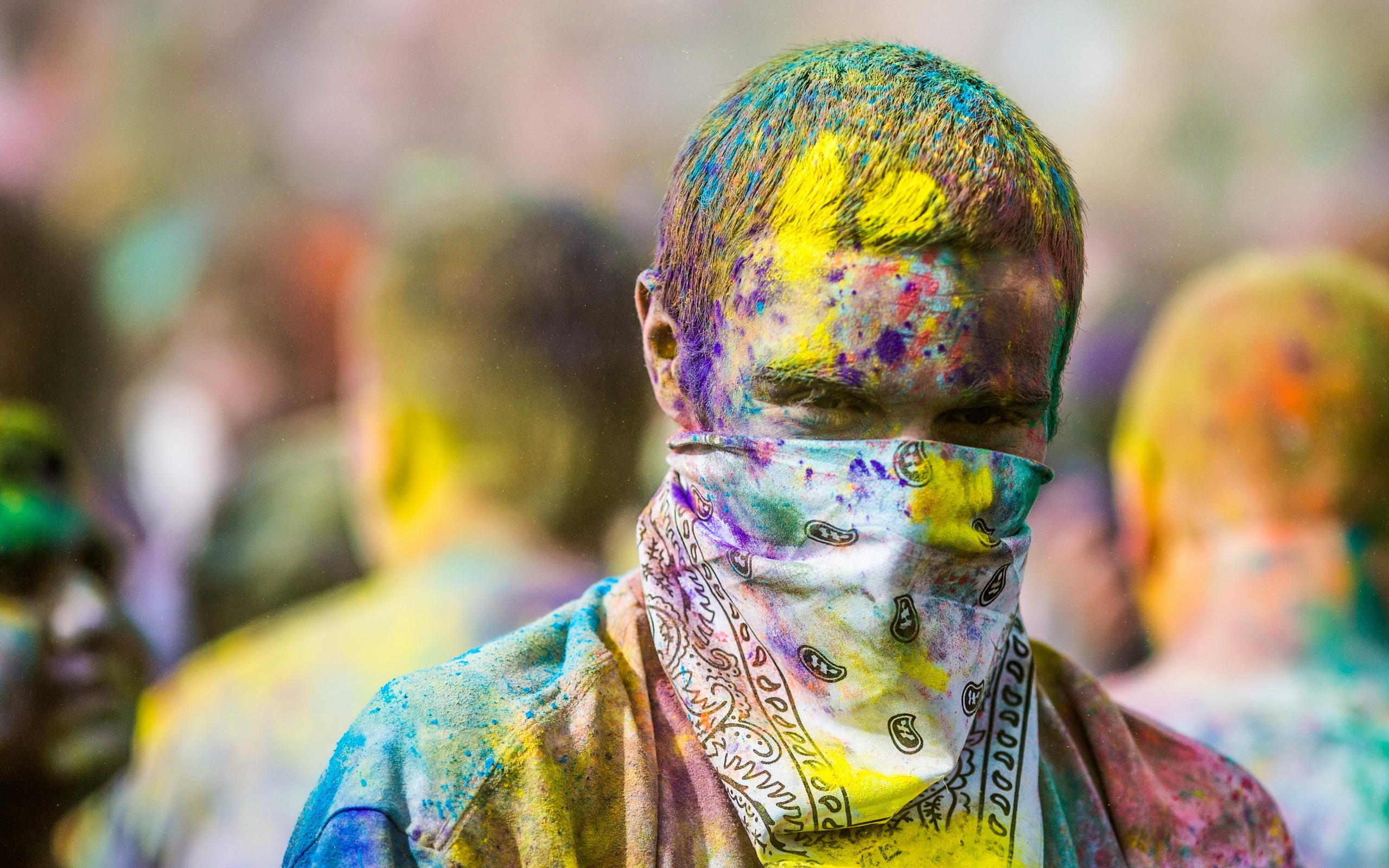 Holi: Man, Colors, Holi