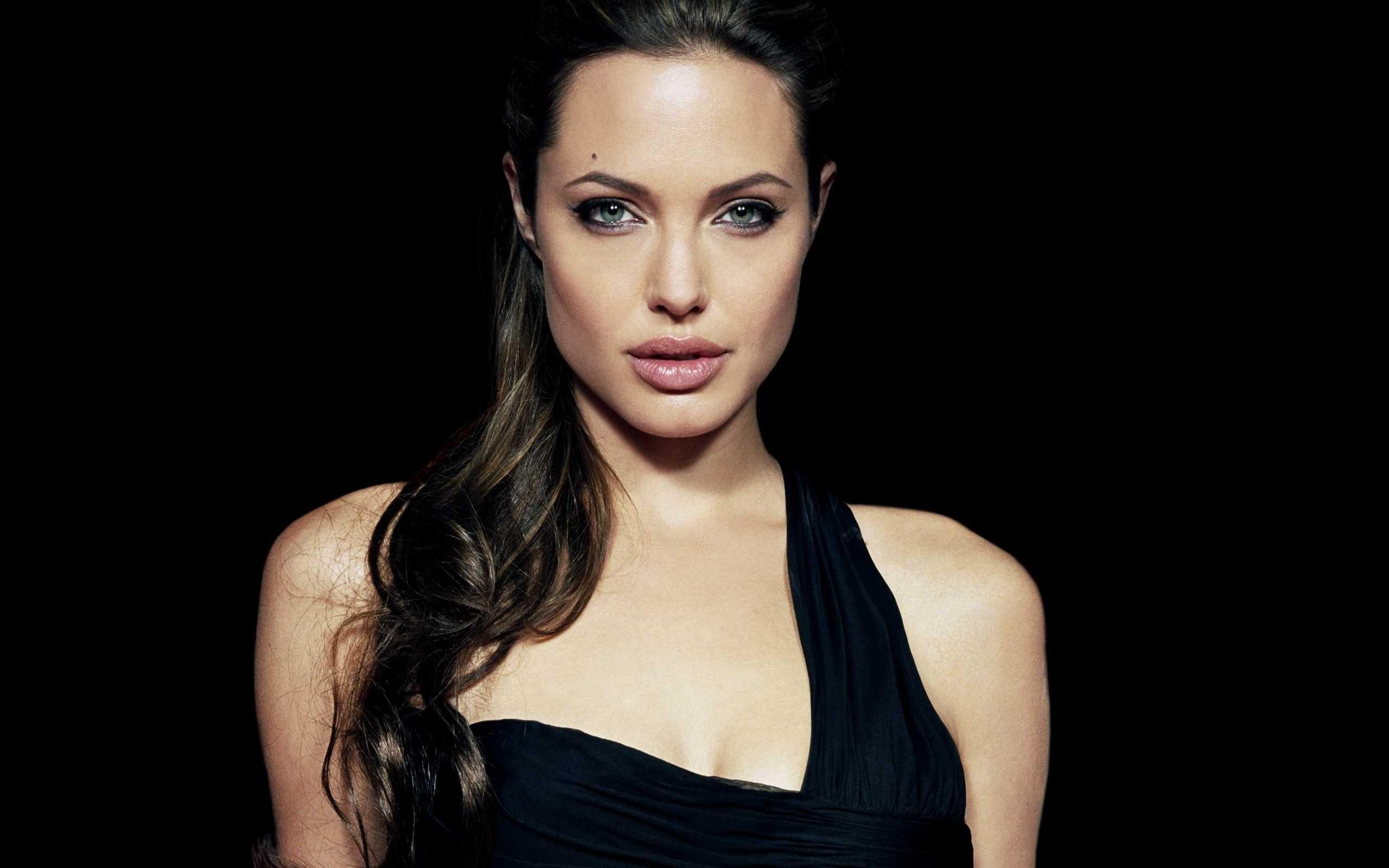 Angelina Jolie: Angelina Jolie, Women