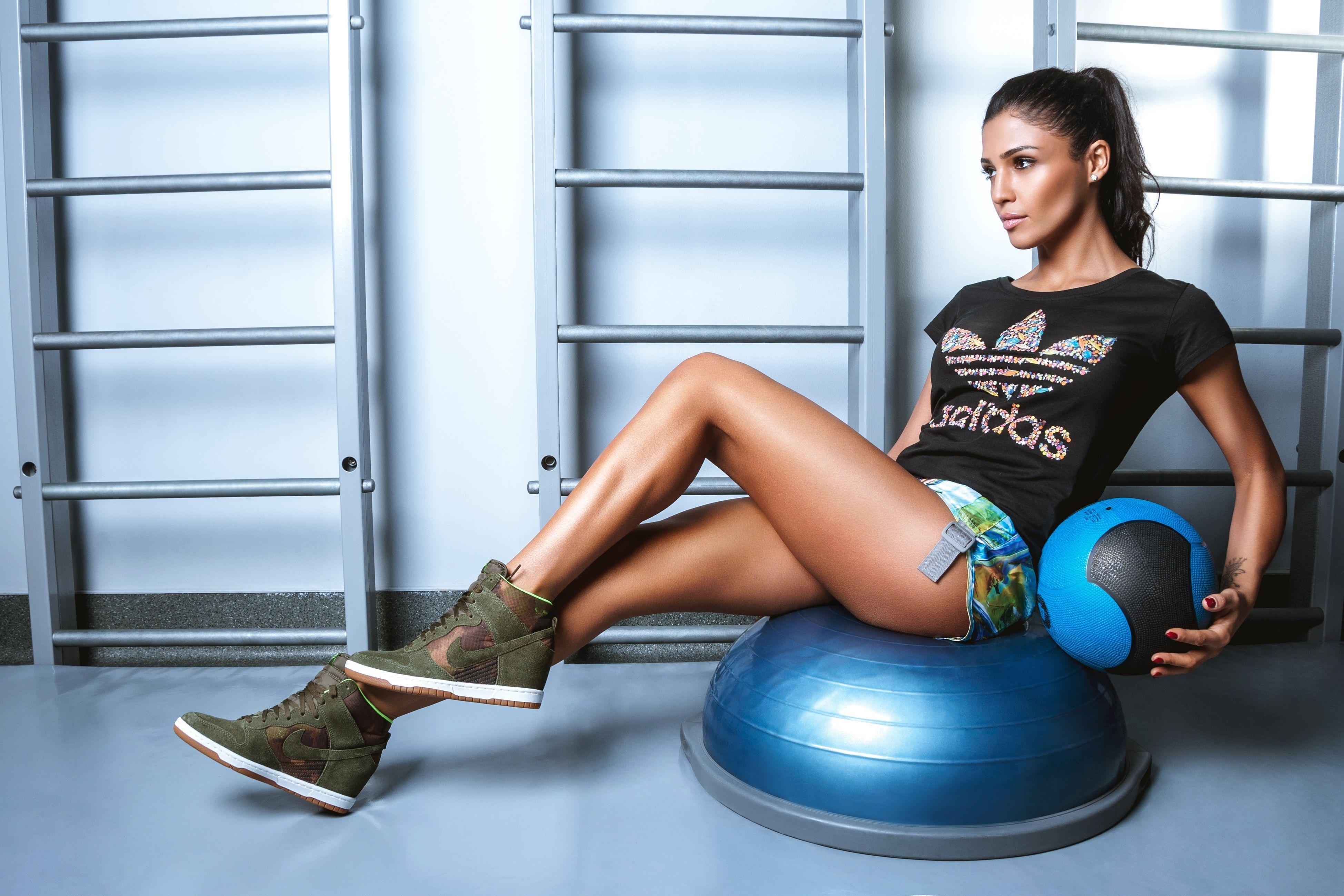 Fitness: Girl, Brunette, Woman, Fitness, Ponytail, Santa Dimopulos